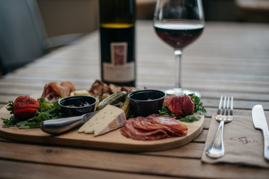 Langley City, كندا: Meat & Cheese Board