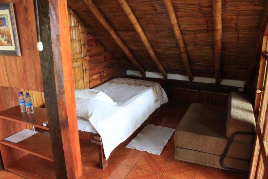 Samai Ocean View Lodge Spa: cama reparada mal hacia ruido