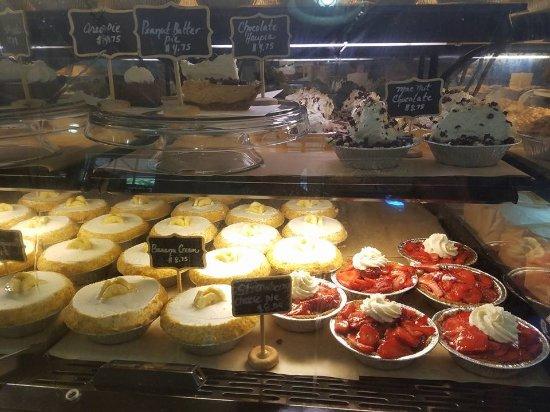 Leoda's Kitchen and Pie Shop: Dessert case