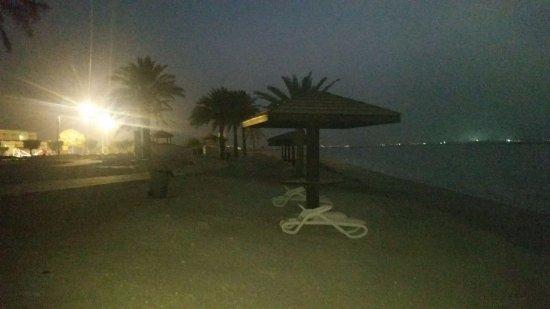 Mirfa, United Arab Emirates: البحر بعد الغروب
