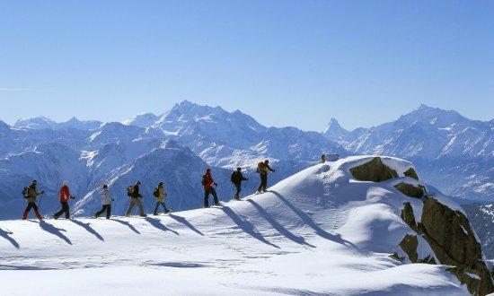 Morel, Schweiz: snowshoeing