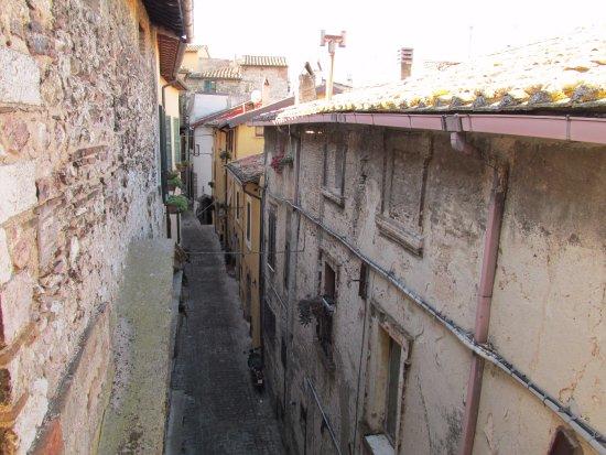 Stroncone, Италия: Street by entrance