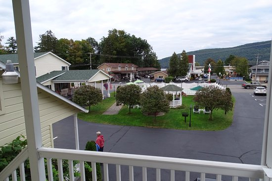Heritage of Lake George Motel: View from the deck of the second floor
