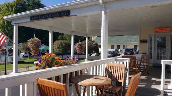 Heritage of Lake George Motel : Deck for dining - great continental breakfast