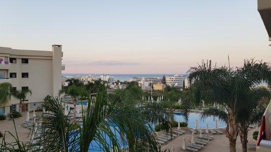 Brilliant Hotel Apartments: 20171006_180954_large.jpg