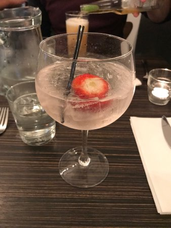 Porto Restaurant: Rhubarb gin and tonic