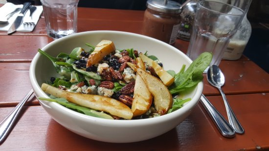 Bethesda, MD: Spinach and pear salad