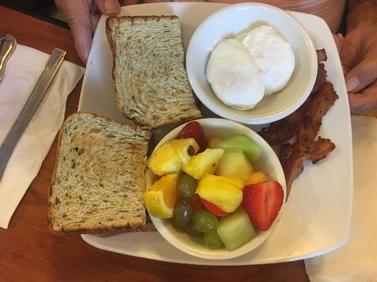 Port Saint Lucie, FL: Poached Eggs, Bacon, Fresh Fruit and Toast