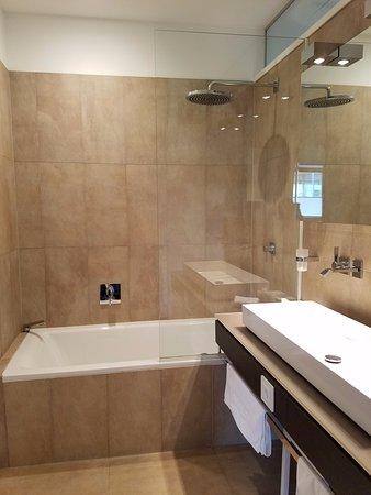 Malat Weingut und Hotel: Bathroom