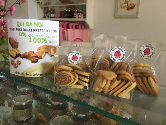 Biscotti Torte Compleanno Picture Of La Pasticciotta Latina