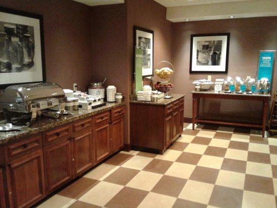 Oneonta, Estado de Nueva York: Breakfast area full of choices