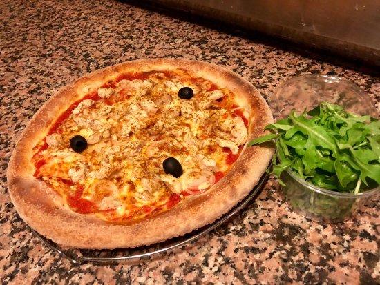 Prevessin Moens, Francja: Ce soir j'ai envie de une Indiana,tomate, mozzarella, oignon,poulet mariné au curry roquette