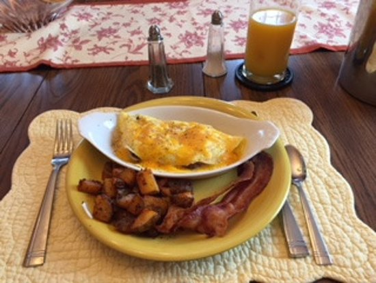 Harwich, MA: Omelet, Home Fries, Bacon, Juice