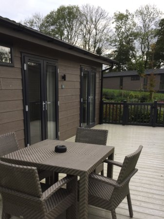 Hawkchurch, UK: Maple lodge outside area