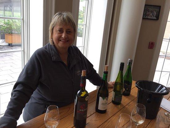 Chateau des Charmes: Maria, notre guide pour le tour du vignoble en français.