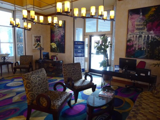 Best Western Plus Sutter House: Business Center in Lobby