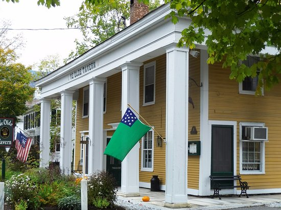 Manchester, VT: Side view