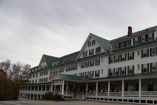 Eagle Mountain House & Golf Club : Front of the hotel
