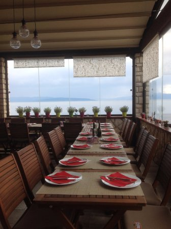 Kostrena, Croatia: Table set for a large group.