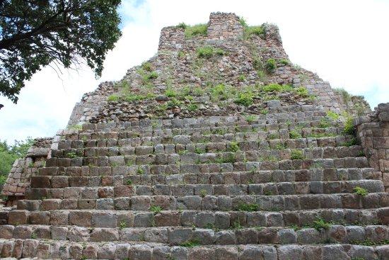 Maxcanu, México: Ascenso a una de las pirámides
