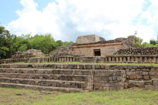 Maxcanu, México: Otra edificación de la plaza central