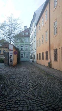 Pension Dientzenhofer: улица на которой расположен отель