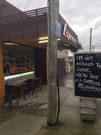 Lower Hutt, Nouvelle-Zélande : Can't miss the ever-chaning black board sign.
