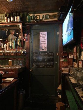 Leary's Landing Irish Pub: photo0.jpg