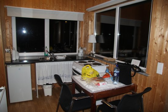 Hella, Islande : kitchen area. had a nice bathroom and large shower with hair dryer