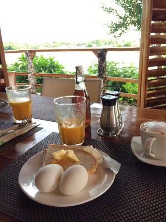 Amihan Restaurant - Tepanee Beach Resort: Woke up at 7 and enjoy breakfast at amihan! Friendly staff, nice view, good reception of wifi!!!