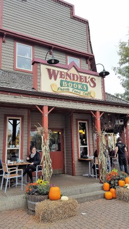 Wendel's Bookstore & Cafe: Fun spot to visit!!