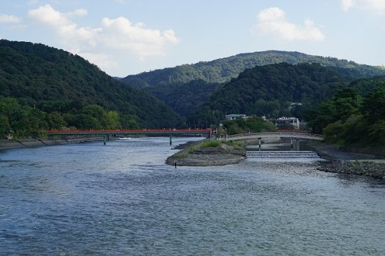 Uji River: 宇治橋から宇治川の上流を眺望