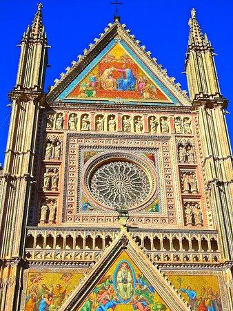 Castiglione del Lago, Italia: The magnificent Duomo in Orvieto