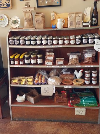 Willamina, ออริกอน: Fresh bread and local jams.