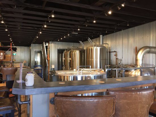 Highway 97 Brewery: Interior