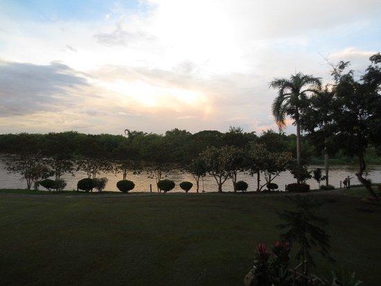 Dusit Island Resort Chiang Rai: View of river from main patio terrace