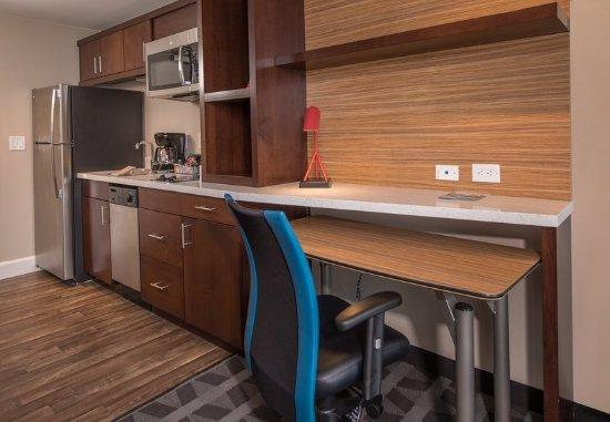 Altoona, PA: King Studio Suite - Kitchen and Work Desk