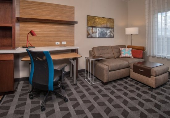 Altoona, Πενσυλβάνια: King Studio Suite - Sofa and Desk