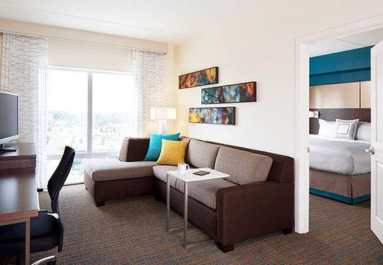 Dunwoody, GA: Two-Bedroom Suite