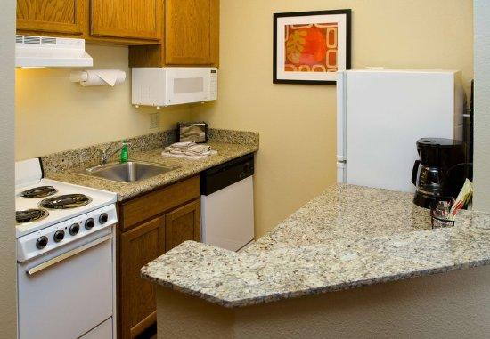 Fenton, MO: Suite Kitchen
