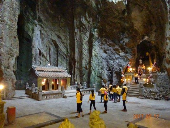 Hoa Nghiem Cave