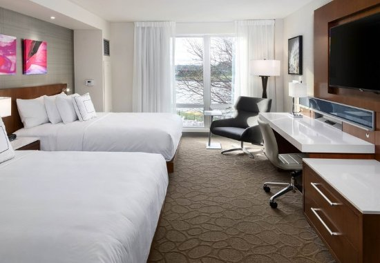 South Sioux City, NE : Queen/Queen Guest Room - River View