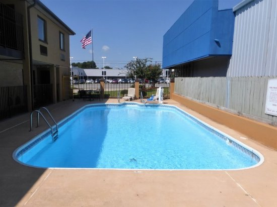 Muscle Shoals, AL: Pool
