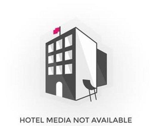 Apple Economy Hotel: Exterior