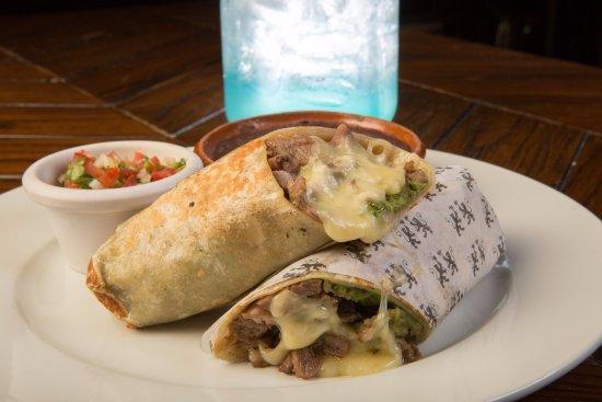 James Pub Cancun: The Burrito
