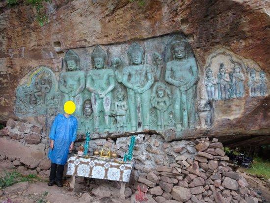 Svay Leu, Kambodża: 修復されているんですが、コンクリ?も使っていて最近作られたみたいになっています。