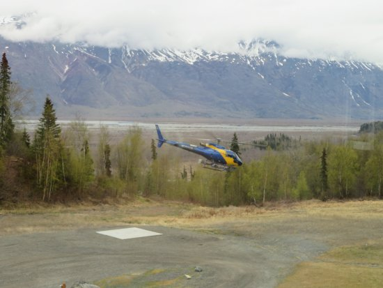 Palmer, AK: Helicopter traveling to the glacier