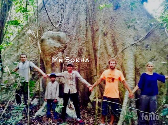 Banlung, Cambodia: Sokha and his team during 3 days trekking tour