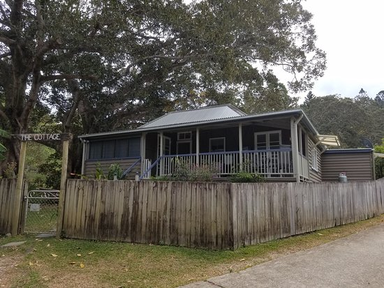Tallebudgera, Australia: The Historical Cottage