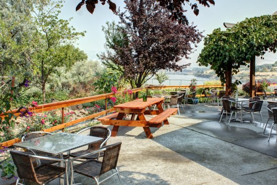 The Dalles, OR: Amazing outdoor seating